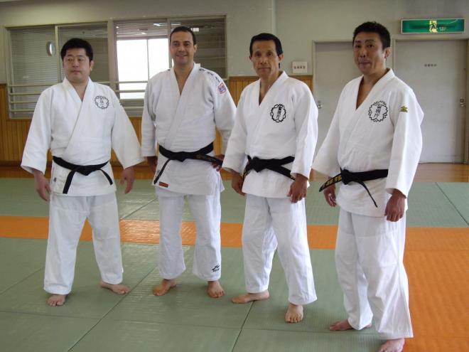 les instructeurs de la police de Tokyo